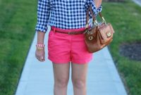 21 Frauen Outfits mit Hot Pink Shorts